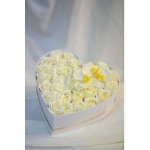 Aranjament 39 trandafiri de sapun albi