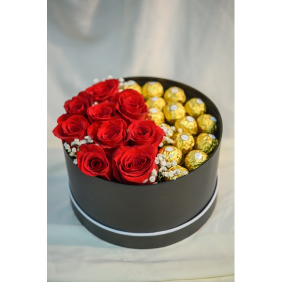 Cutie cu 9 Roze rosii si Ferrero Rocher