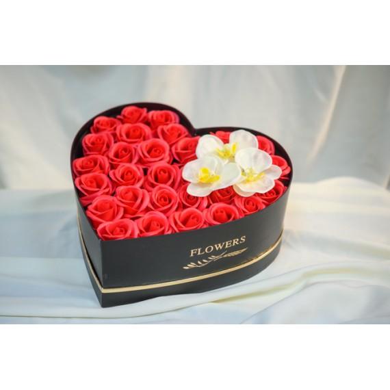 Aranjament inima cu trandafiri de sapun