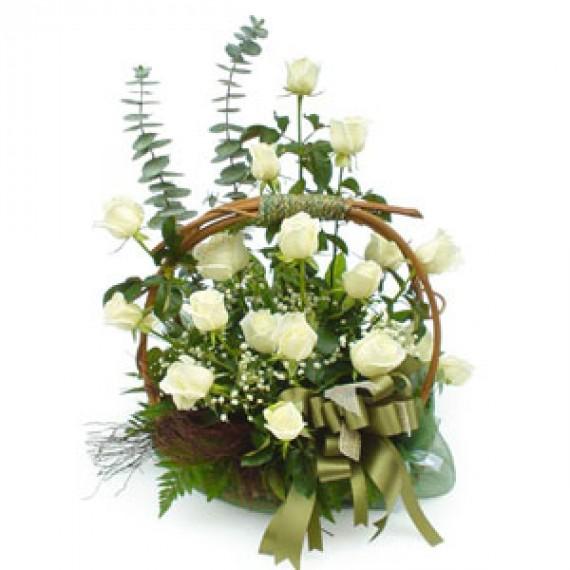 Cosulet cu Trandafiri Albi