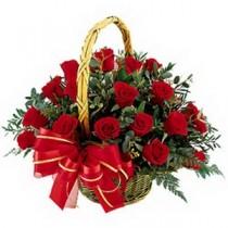Trandafiri Rosii in Cosulet